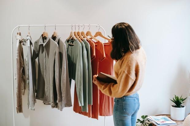 Model Pakaian yang Tak Lekang Oleh Zaman/Foto: Pexels/Liza Summer