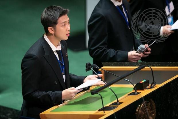RM hoặc Kim Nam Joon phát biểu tại Đại hội đồng LHQ