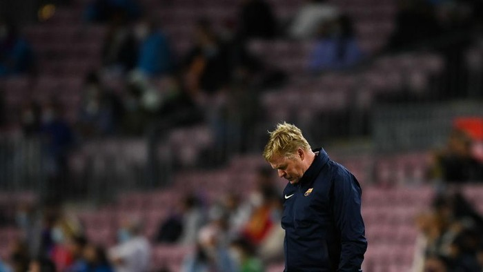 BARCELONA, SPAIN - SEPTEMBER 20: Head coach Ronald Koeman of FC Barcelona looks down during the La Liga Santander match between FC Barcelona and Granada CF at Camp Nou on September 20, 2021 in Barcelona, Spain. (Photo by David Ramos/Getty Images)