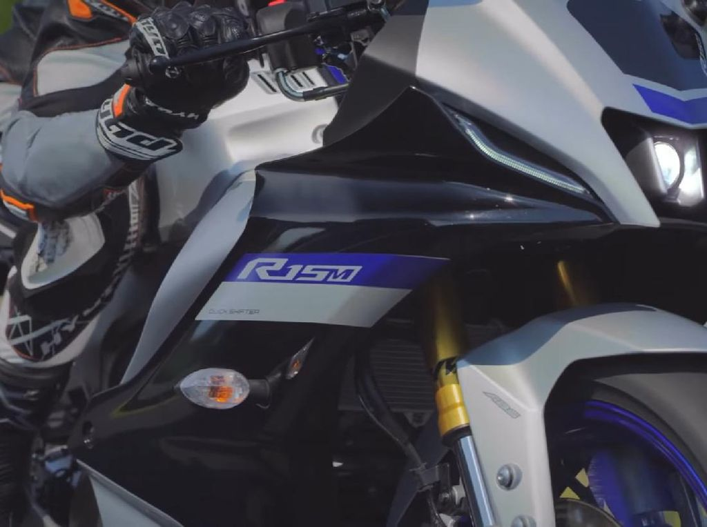 CBR150R Bisa Ketar-ketir, Yamaha R15 V4 Bawa Banyak Fitur Killer