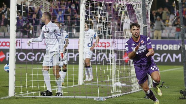 FLORENCE, ITALY - SEPTEMBER 21: Riccardo Sottil of ACF Fiorentina celebrates after scoring a goal during the Serie A match between ACF Fiorentina v FC Internazionale on September 21 in Florence, Italy.  (Photo by Gabriele Maltinti/Getty Images)