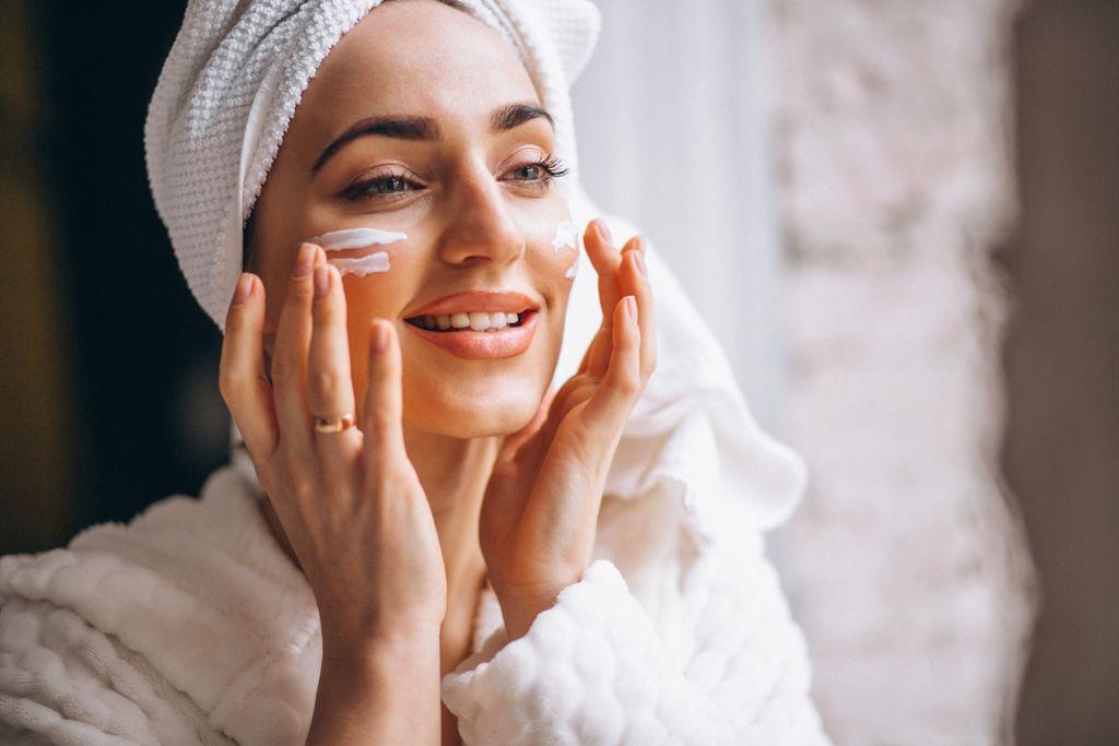 Foto: Inilah 5 Klaim Skincare Nggak Masuk Akal yang Masih Sering Dipercayai, Jangan Sampai Tertipu Iklan!/Freepik.com/senivpetro