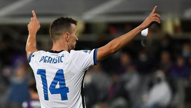 Inter Milan's Croatian midfielder Ivan Perisic celebrates after scoring a goal during the Italian Serie A football match between ACF Fiorentina and Inter Milan at The Artemio Franchi Stadium in Florence, on September 21, 2021. (Photo by ANDREAS SOLARO / AFP)