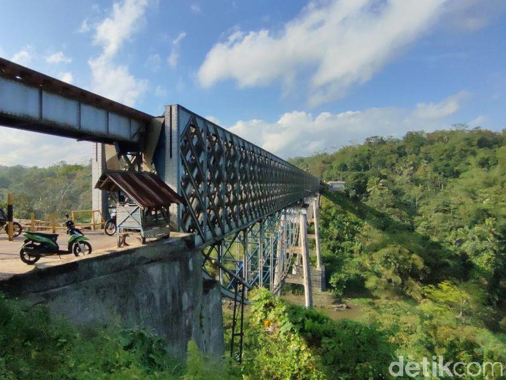 Foto Jembatan Cirahong, Wisata Murah Meriah di Ciamis