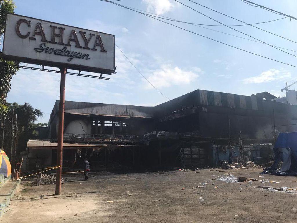 Polisi Selidiki Penyebab Kebakaran Toko Swalayan di Cilandak Jaksel