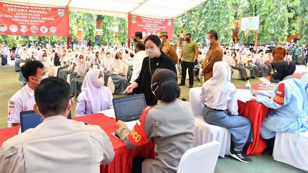 Puan Dampingi Jokowi Tinjau Vaksinasi Pelajar
