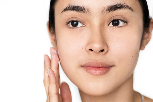 Skincare nggak bisa menghilangkan pori-pori wajah/Foto: Freepik.com/rawpixel.com