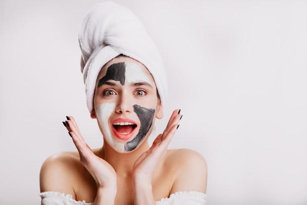 Untuk mendapatkan hasil maksimal dari penggunaan skincare diperlukan waktu yang nggak instan/Foto: Freepik.com/lookstudio