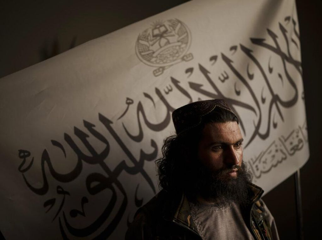 Ngeri! Taliban Gantung Mayat Pakai Crane, Diklaim Pelaku Penculikan