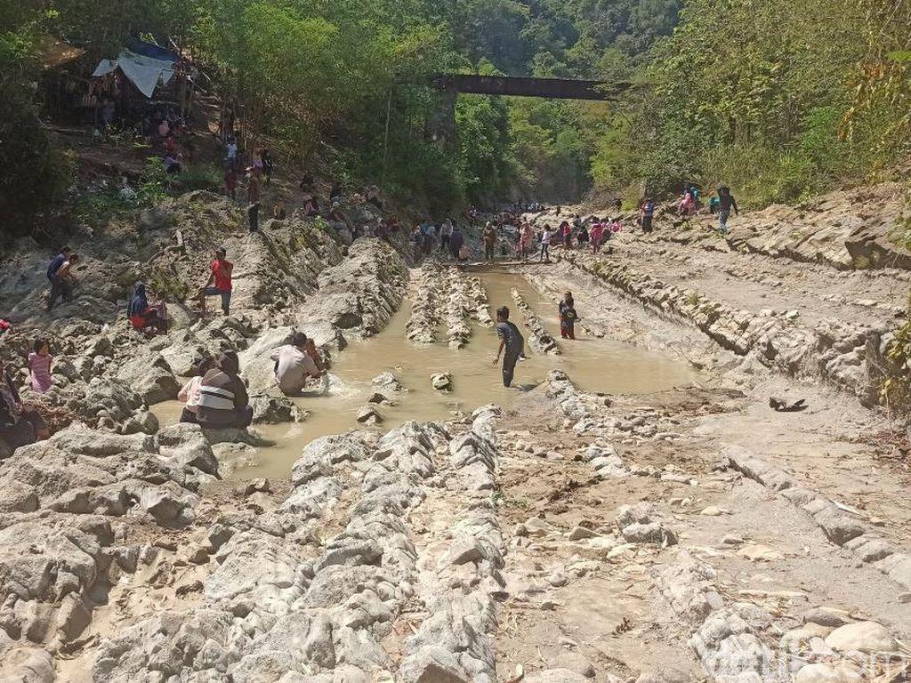 Wisata Demak: Watu Lempit Girikesumo, Wahana Air dengan Batuan Unik