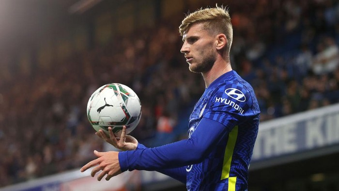 LONDON, ENGLAND - SEPTEMBER 22: Timo Werner of Chelsea looks on during the Carabao Cup Third Round match between Chelsea and Aston Villa at Stamford Bridge on September 22, 2021 in London, England. (Photo by Catherine Ivill/Getty Images)