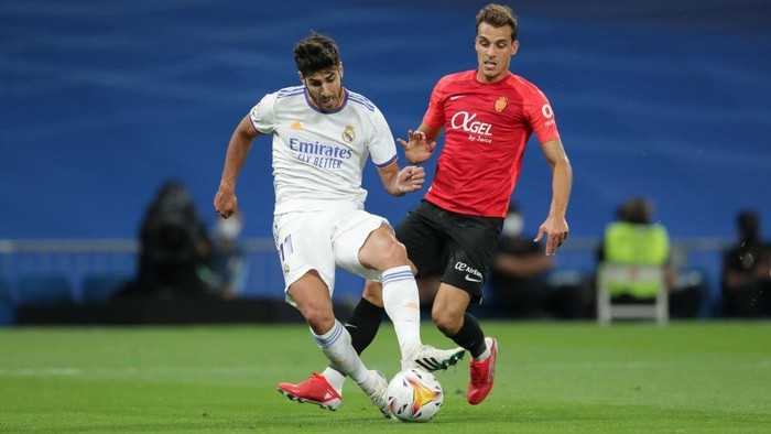 MADRID, SPAIN - SEPTEMBER 22: Marco Asensio of Real Madrid CF scores their second goal during the La Liga Santander match between Real Madrid CF and RCD Mallorca at Estadio Santiago Bernabeu on September 22, 2021 in Madrid, Spain. (Photo by Gonzalo Arroyo Moreno/Getty Images)