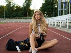 Atlet Terseksi Lupakan Olimpiade, Kini Lenggak-lenggok di Catwalk