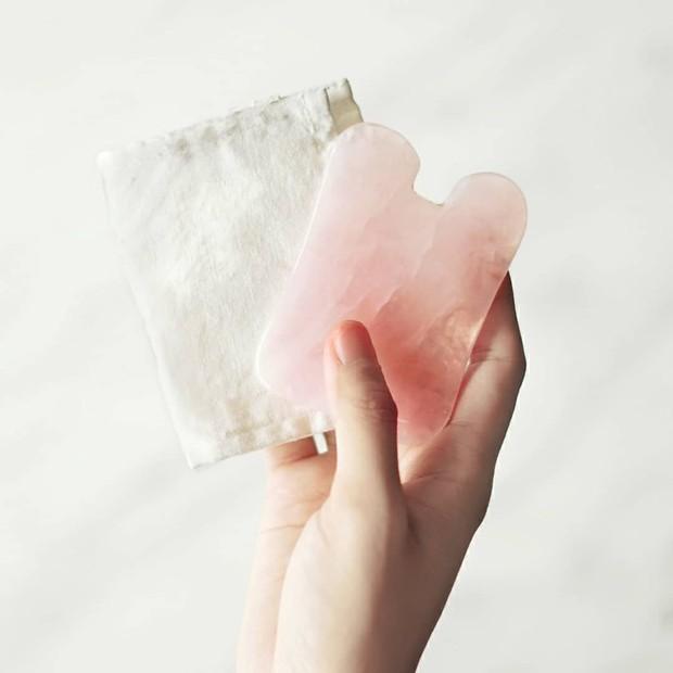 gua sha, beauty tool untuk perawatan antiaging