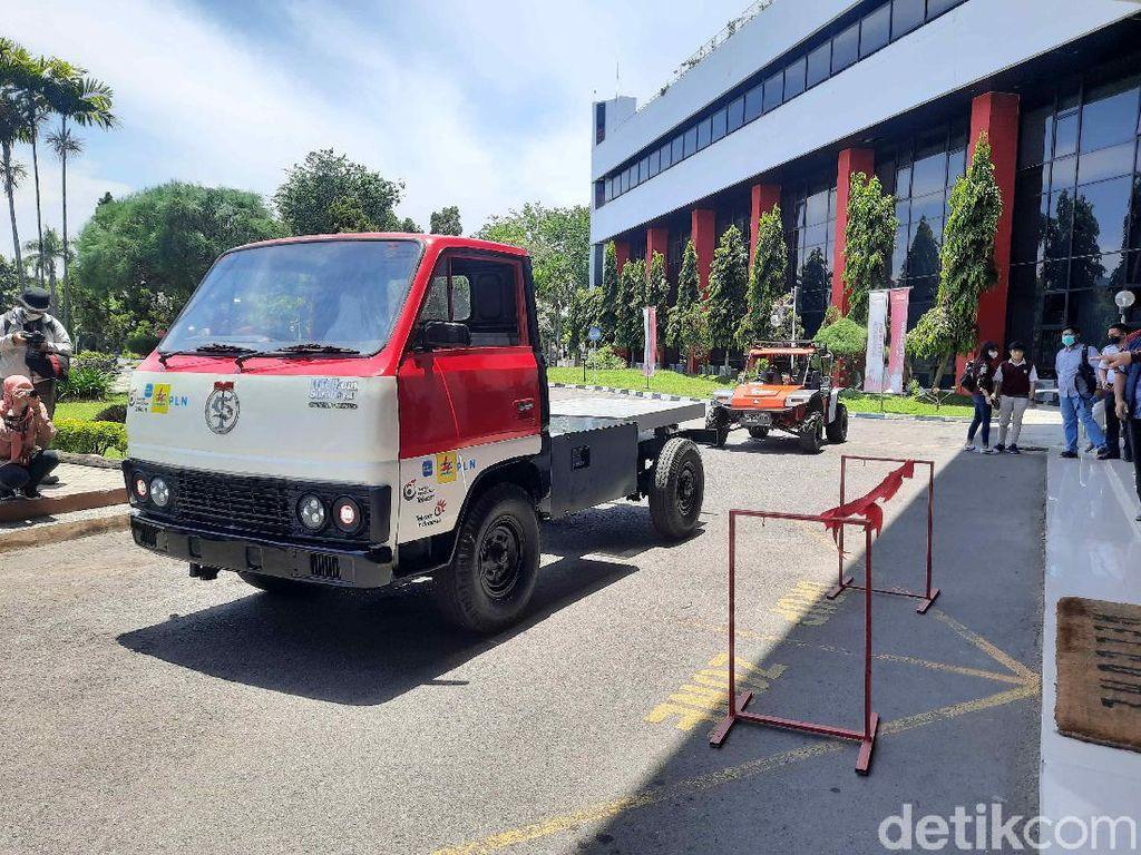 IT Telkom Surabaya Buat Inovasi Truk Listrik dengan Smart ID