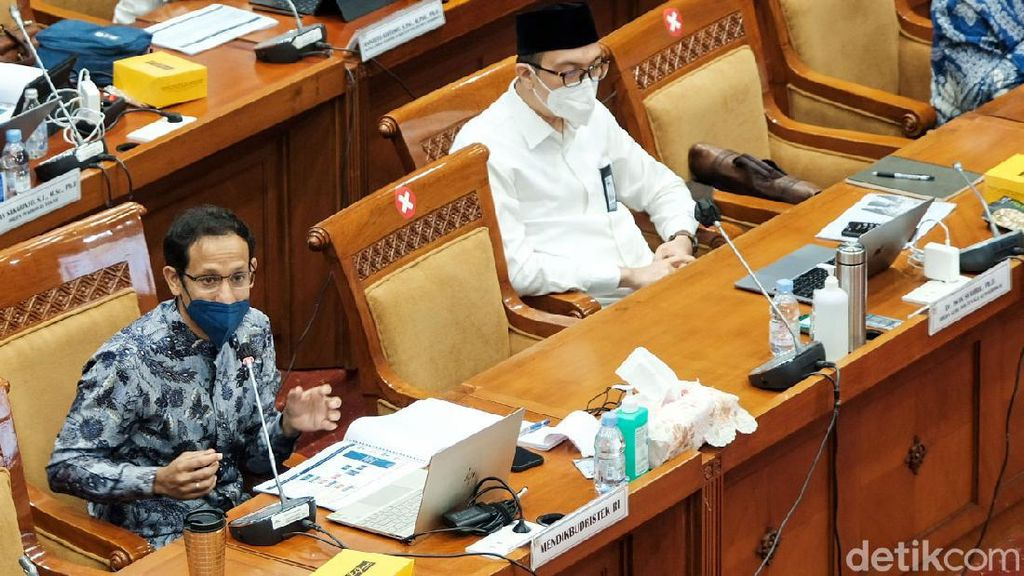 Nadiem Makarim Bahas Seleksi PPPK Guru Bareng DPR