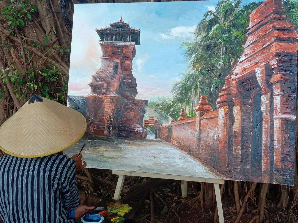 Bangkit dari Pandemi, Pelukis Pamerkan Lukisan Menara Kudus Dari Tahun ke Tahun