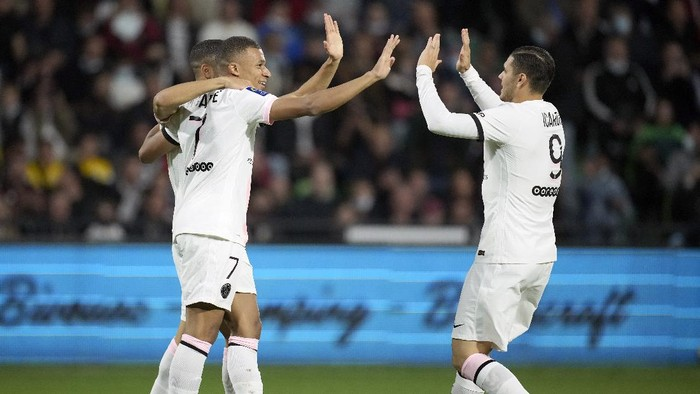 PSGs Kylian Mbappe, left, reacts with PSGs Mauro Icardi, right, after scoring their sides first goal during the French League One soccer match between FC Metz and Paris Saint-Germain at Saint Symphorien stadium, in Metz, eastern France, Wednesday, Sept. 22, 2021. (AP Photo/Christophe Ena)