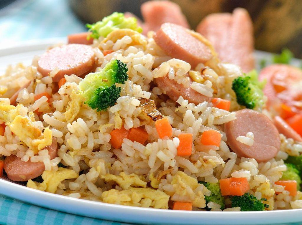 Resep Nasi Goreng Sosis dan Sayuran untuk Bekal dan Sarapan
