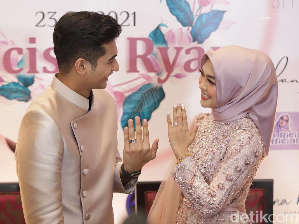 Ups! Ustaz Maulana Keceplosan soal Bulan Pernikahan Ria Ricis dan Teuku Ryan