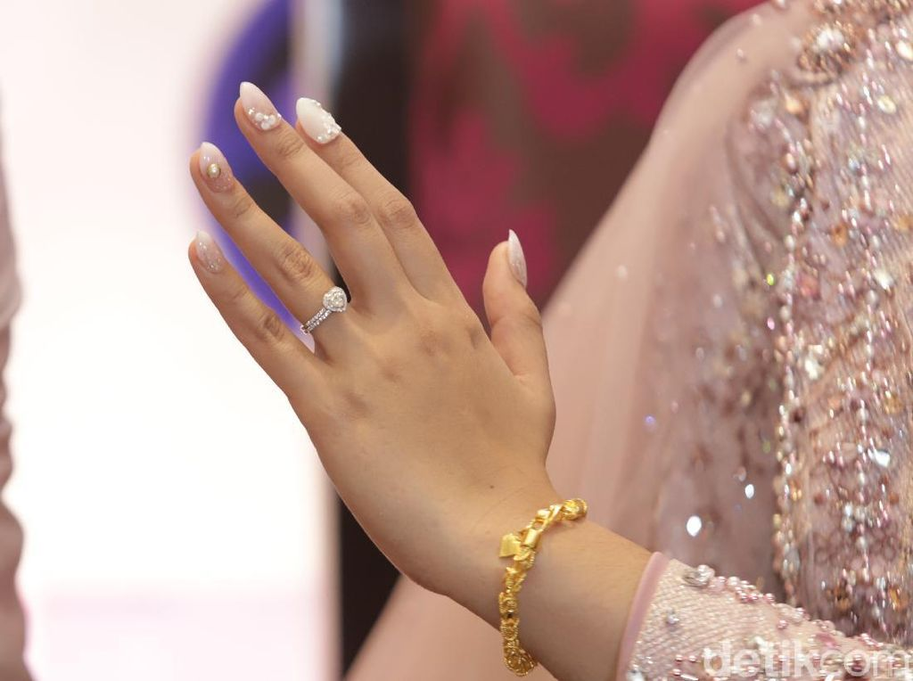 Makna Perhiasan yang Diberikan Teuku Ryan untuk Ria Ricis