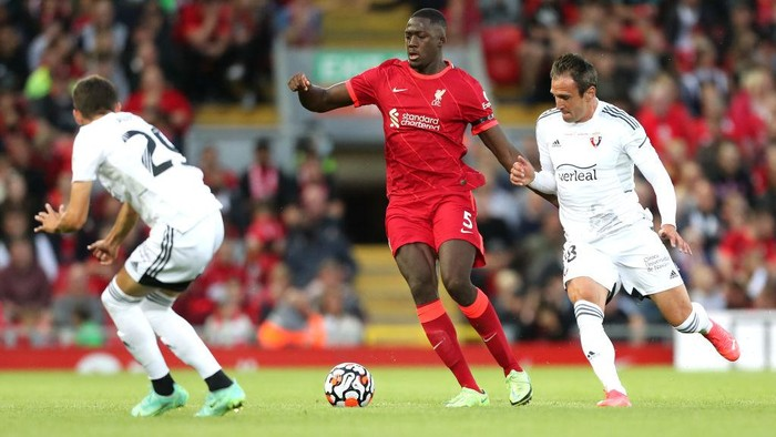 LIVERPOOL, ENGLAND - AUGUST 09: Ibrahima Konate of Liverpool battles for possession with Kike Garcia of Osasuna during the Pre-Season Friendly match between Liverpool and Osasuna at Anfield on August 09, 2021 in Liverpool, England. (Photo by Lewis Storey/Getty Images)