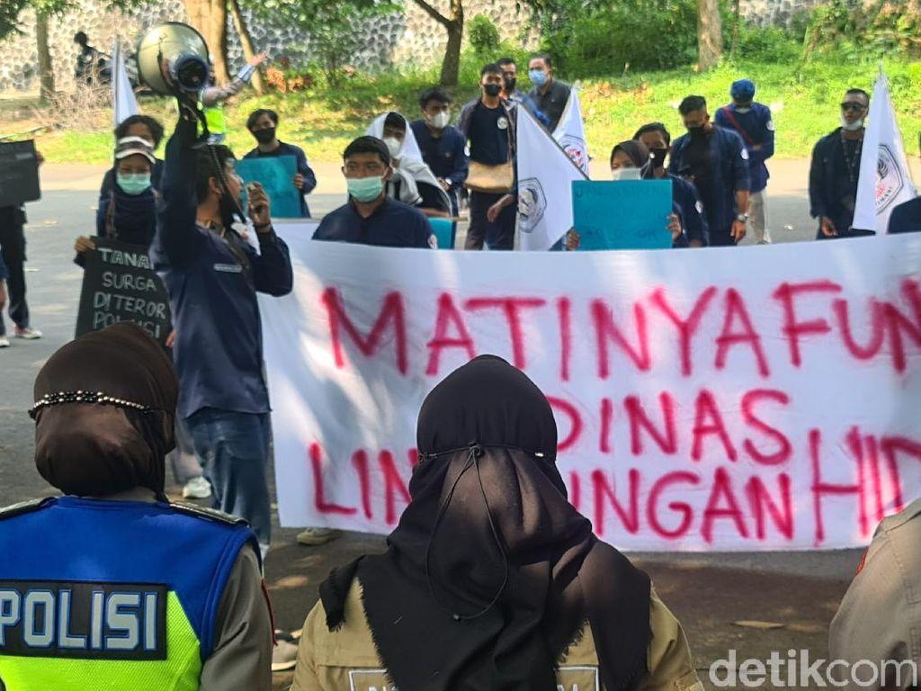 Mahasiswa Gelar Aksi Demo Soroti Kinerja DLH Sukabumi