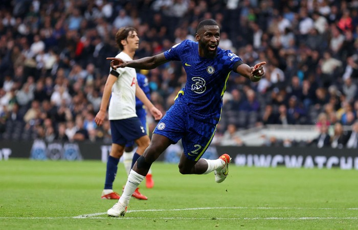LONDON, ENGLAND - SEPTEMBER 19: Antonio Ruediger of Chelsea celebrates after scoring their sides third goal during the Premier League match between Tottenham Hotspur and Chelsea at Tottenham Hotspur Stadium on September 19, 2021 in London, England. (Photo by Catherine Ivill/Getty Images)