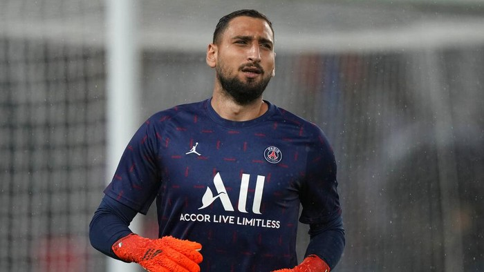 PSGs goalkeeper Gianluigi Donnarumma runs out to warm-up before the French League One soccer match between Paris Saint-Germain and Lyon at the Parc des Princes in Paris Sunday, Sept. 19, 2021. (AP Photo/Francois Mori)