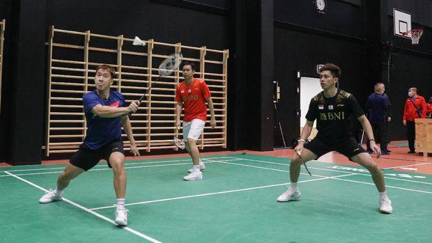 Pemain Indonesia tengah berlatih jelang Piala Sudirman 2021. (Arsip PBSI)