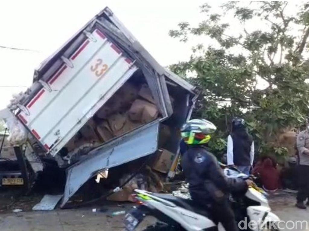 Evakuasi Korban Tewas Terjepit Kecelakaan Maut Cianjur Butuh 4 Jam