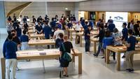 Penjualan Perdana iPhone 13 Diserbu Apple Fanboy Singapura