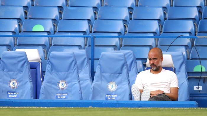 LONDON, ENGLAND - JUNE 25: Pep Guardiola, Manager of Manchester City looks on prior to the Premier League match between Chelsea FC and Manchester City at Stamford Bridge on June 25, 2020 in London, United Kingdom. (Photo by Julian Finney/Getty Images)