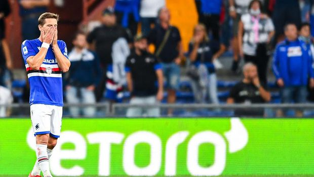 GENOA, ITALY - SEPTEMBER 23: Adrien Silva of Sampdoria reacts with disappointment after Fabian Ruiz of Napolis goal during the Serie A match between UC Sampdoria and SSC Napoli at Stadio Luigi Ferraris on September 23, 2021 in Genoa, Italy. (Photo by Getty Images)