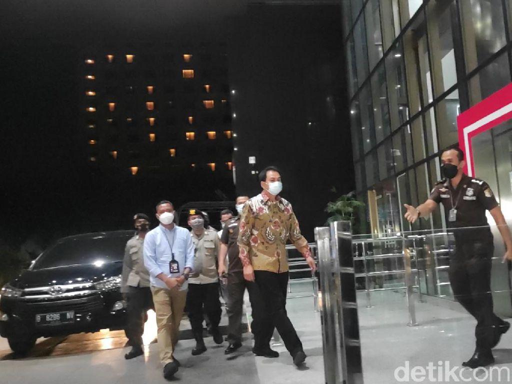Ditangkap, Azis Syamsuddin Tiba di Gedung KPK