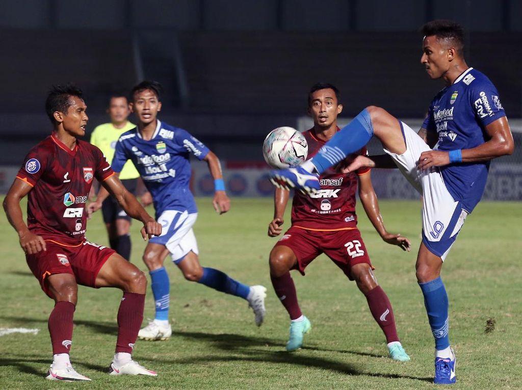 Striker Persib Bandung Masih Mandul