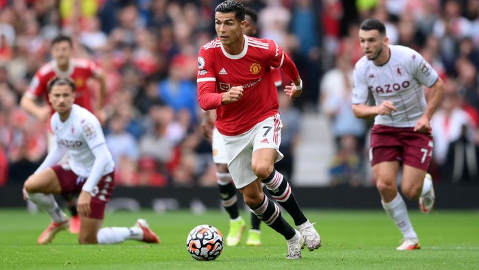 MANCHESTER, ENGLAND - SEPTEMBER 25: Cristiano Ronaldo of Manchester United  makes a run during the Premier League match between Manchester United and Aston Villa at Old Trafford on September 25, 2021 in Manchester, England. (Photo by Laurence Griffiths/Getty Images)