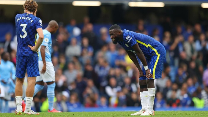 LONDON, ENGLAND - SEPTEMBER 25: Antonio Ruediger of Chelsea dejected after his sides loss at the Premier League match between Chelsea and Manchester City at Stamford Bridge on September 25, 2021 in London, England. (Photo by Catherine Ivill/Getty Images)