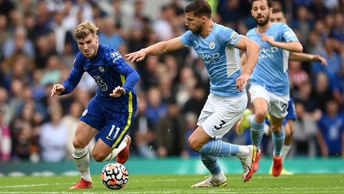 LONDON, ENGLAND - SEPTEMBER 25: Timo Werner of Chelsea with Ruben Dias of Manchester City during the Premier League match between Chelsea and Manchester City at Stamford Bridge on September 25, 2021 in London, England. (Photo by Shaun Botterill/Getty Images)
