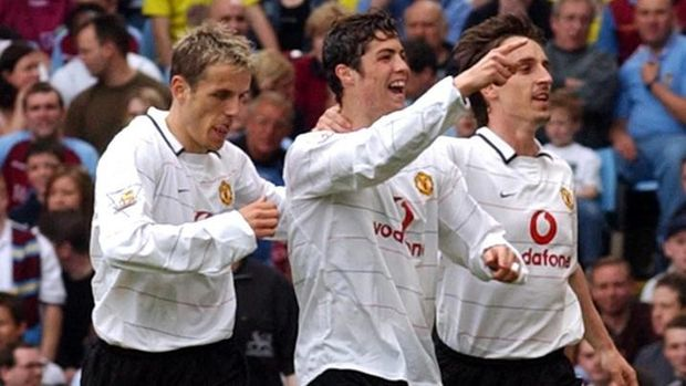 Manchester United's Phil (L) and Gary Neville (R) celebrate with Chistiano Ronaldo (C) after he scored the first goal against Aston Villa at Villa Park, 15 May 2004.   AFP PHOTO/ Martyn HAYHOW . No telcas, websites subject to description of licence with FAPL @ www.fablweb.com (Photo by MARTIN HAYHOW / AFP)
