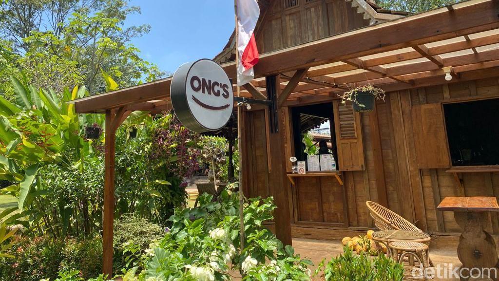 Asyiknya Ngopi Sambil Bersantai di Kafe Bergaya Rumah Joglo