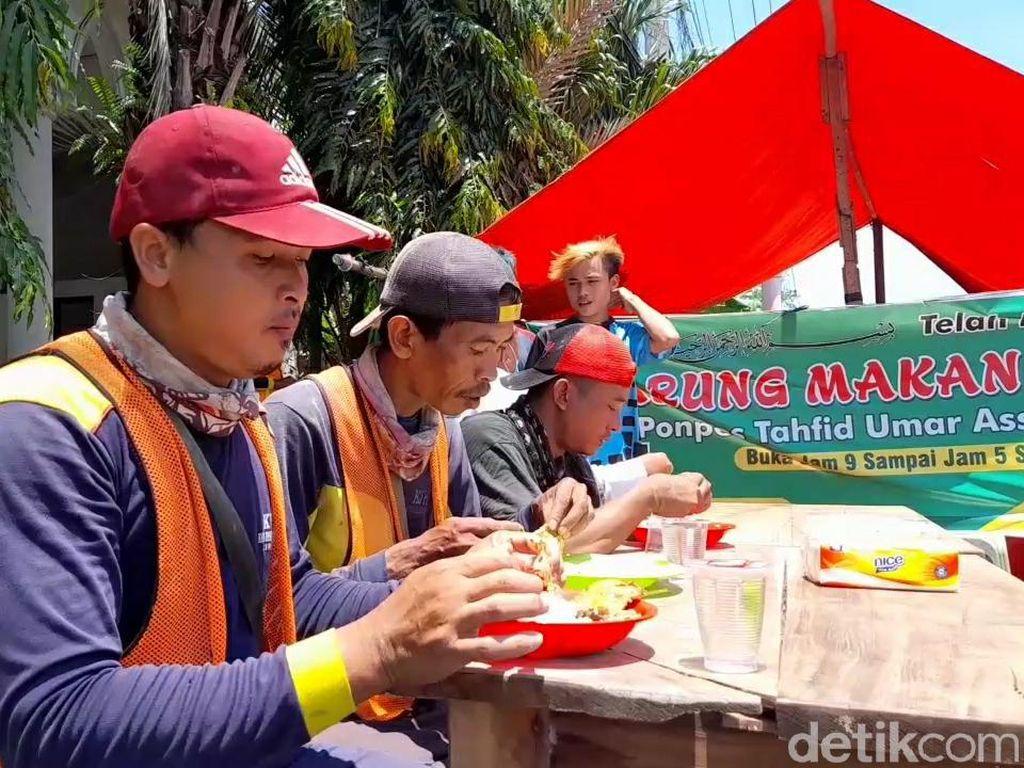 Keren! Di Brebes Ada Warung Gratis yang Tawarkan Makan Sampai Kenyang