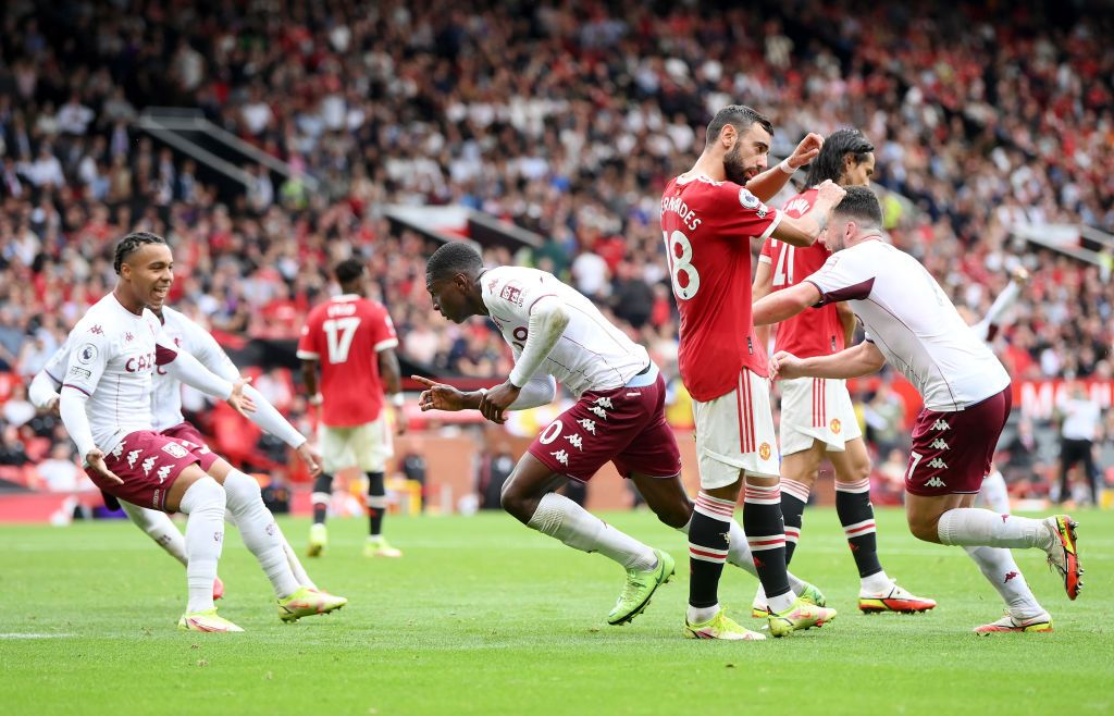 MANCHESTER, ENGLAND - SEPTEMBER 25: Kortney Hause of Aston Villa (C) celebrates after scoring their team's first goal during the Premier League match between Manchester United and Aston Villa at Old Trafford on September 25, 2021 in Manchester, England. (Photo by Laurence Griffiths/Getty Images)