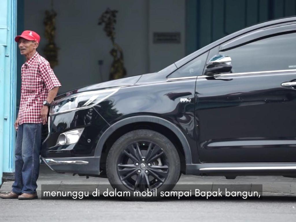 Cerita Eks Sopir Saat Jokowi Dorong Mobil Mogok di Solo