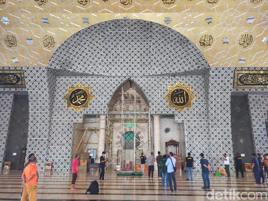 Pembakar Mimbar Masjid Raya Makassar Pakai Penutup Wajah, Sempat Dikejar
