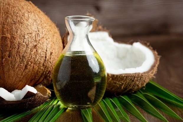 Minyak kelapa/ Foto: Freepik.com