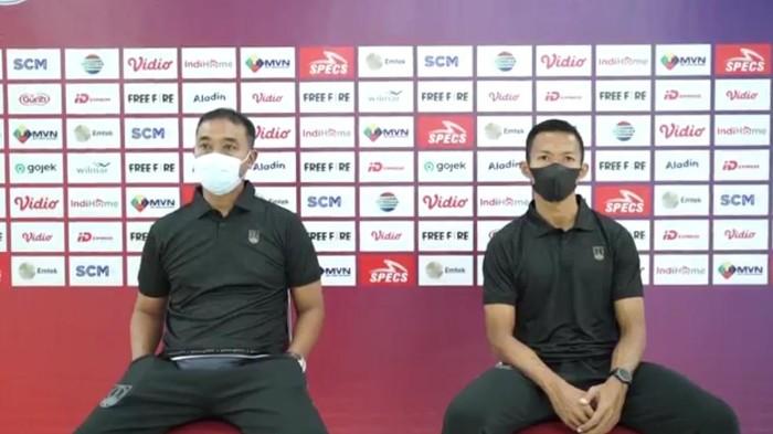 Pelatih Persis Solo Eko Purdjianto dan kapten tim Eky Taufik saat jumpa pers jelang laga.