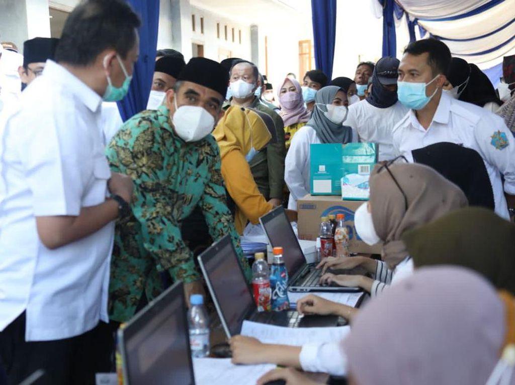 Sekjen Gerindra Muzani Hadiri Vaksinasi di Pesantren Buntet Cirebon