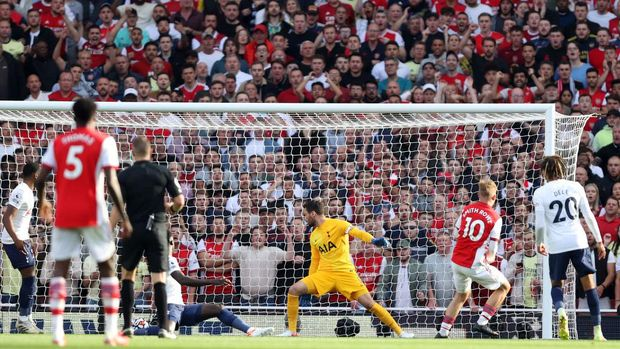 LONDON, ENGLAND - SEPTEMBER 26: Emile Smith Rowe of Arsenal scores their side's first goal past Hugo Lloris of Tottenham Hotspur during the Premier League match between Arsenal and Tottenham Hotspur at Emirates Stadium on September 26, 2021 in London, England. (Photo by Julian Finney/Getty Images)