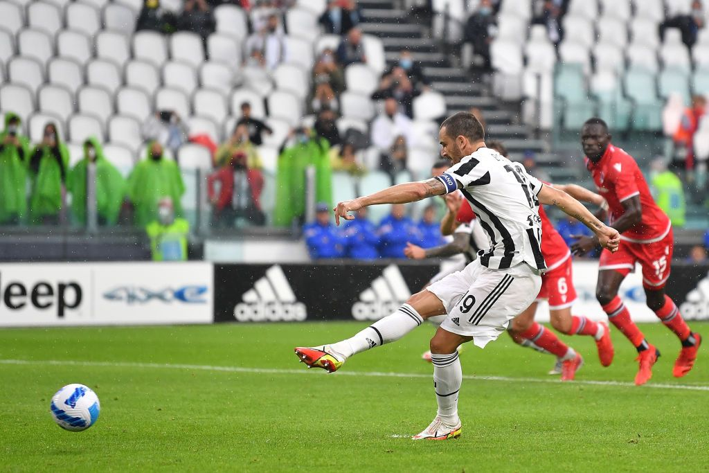 TURIN, ITALY - SEPTEMBER 26:  Leonardo Bonucci (C) of Juventus celebrates a goal with team mates Alvaro Morata (L) and Alex Sandro during the Serie A match between Juventus and UC Sampdoria at Allianz Stadium on September 26, 2021 in Turin, Italy.  (Photo by Valerio Pennicino/Getty Images)